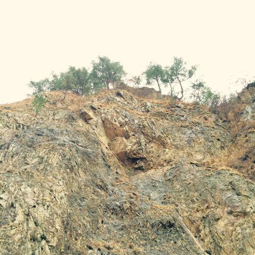 鳥越山の絶壁